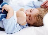 Lázasan alszik a gyerek